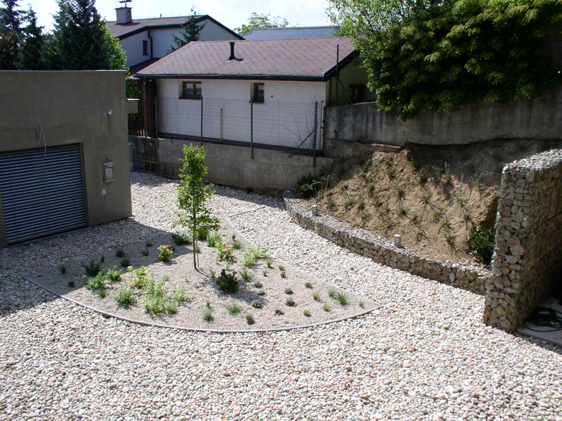 Štrk v záhrade